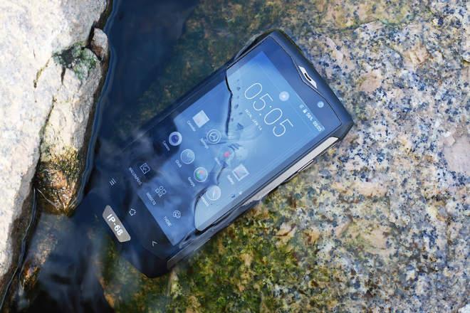 telefoane rezistente socuri apa praf